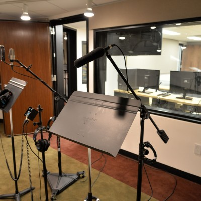 The Entertainment Industry Foundation Voiceover Lab. Photo by Andrew Walker/Getty Images.