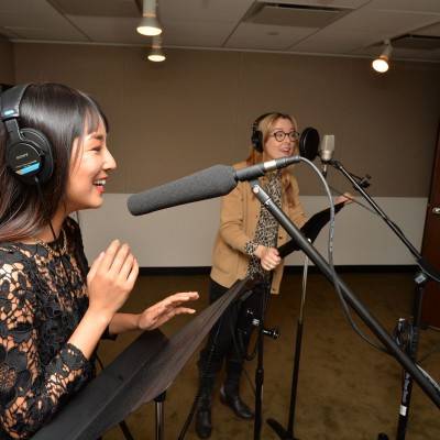 Actors Greta Lee & Anna Margaret Hollyman give the EIF Voiceover Lab a try. Photo by Andrew Walker/Getty Images.